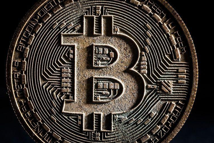 比特币价格创新高8895元 俄罗斯用区块链解决支付问题 - 金评媒