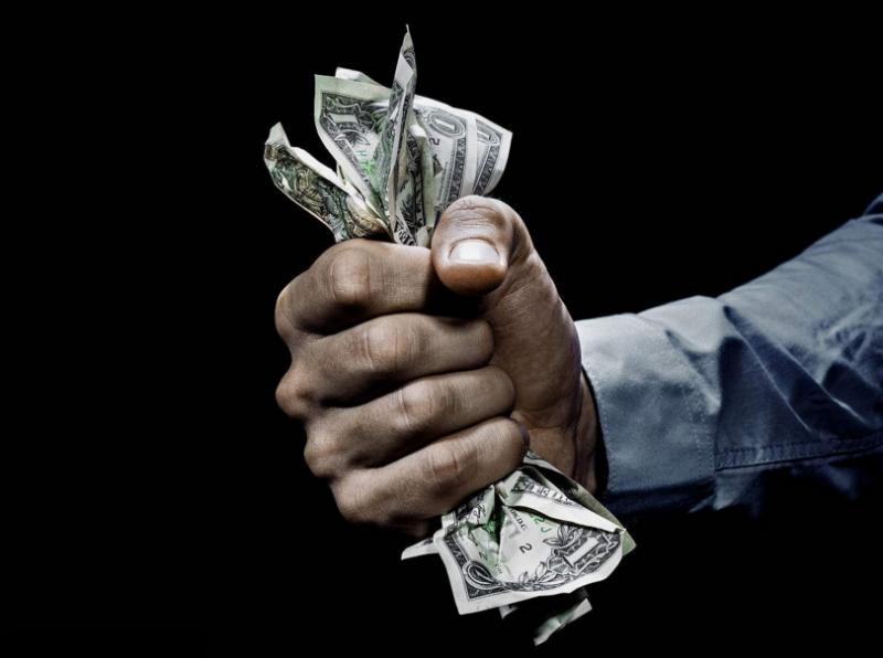 三家国有银行被罚480万,借贷搭售保险被叫停 - 金评媒