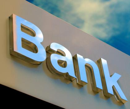 """三家银行逐鹿""""西北上市银行第一股""""长安、光大信托潜伏其中"""