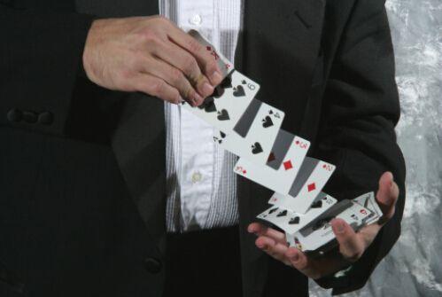 """起底""""现金贷""""背后利益链条 参与机构面临洗牌 - 金评媒"""