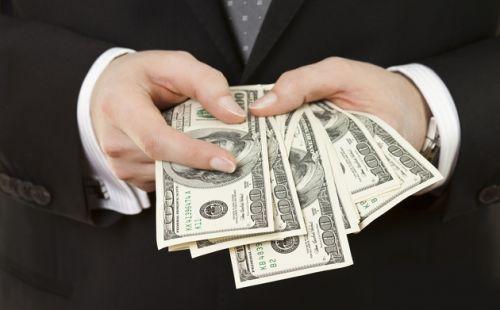 两市公司及高管今年被罚逾38亿元 逾万名投资者参与索赔 - 金评媒