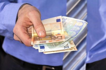 明年3月是网络小贷整治大限:哪类取缔?哪类整改?