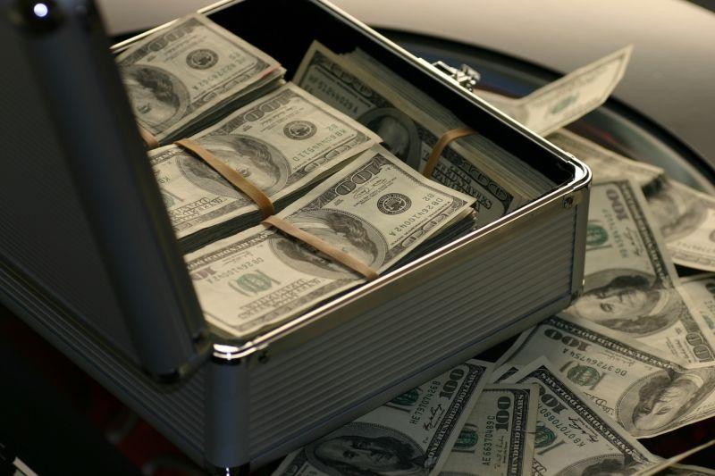 资管新规生效 4月银行理财产品发行规模跌20% - 金评媒