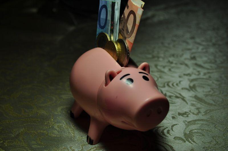 居民存款一个月暴降1.32万亿 钱都去哪儿了? - 金评媒