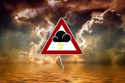 雷暴之中,其实我们已经无路可退
