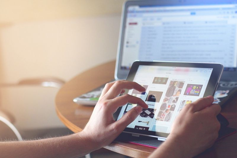 """人民网:抢抓区块链技术""""风口"""" 推进媒体融合创新发展 - 金评媒"""