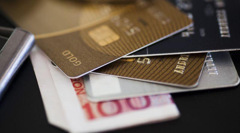 人均5张银行卡,两人就有一张信用卡! - 金评媒