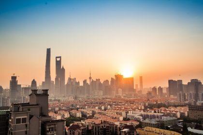 陆家嘴金融城国际资产管理机构联合会今日揭牌 全球12家资管巨头签约入驻