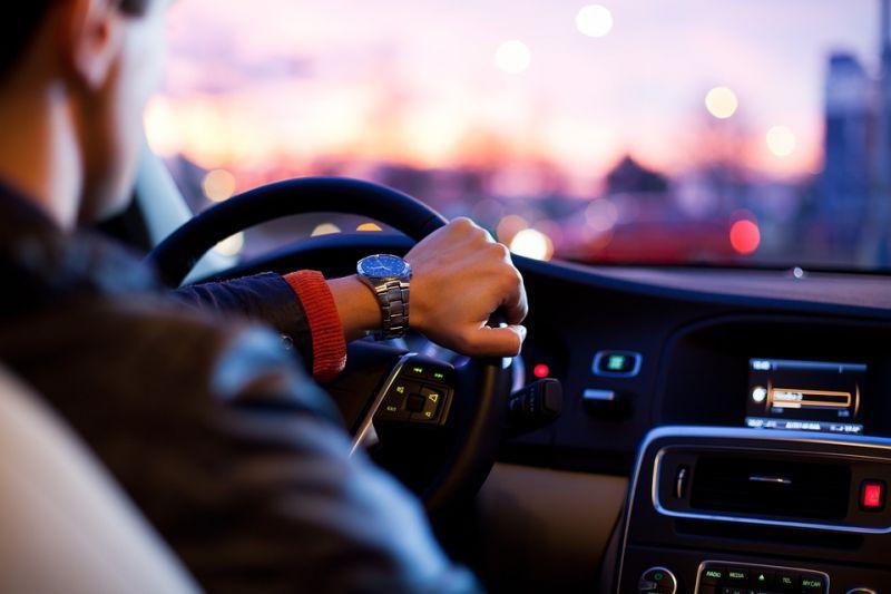自动驾驶已经能救人了,但在2018年还是没跑起来 - 金评媒