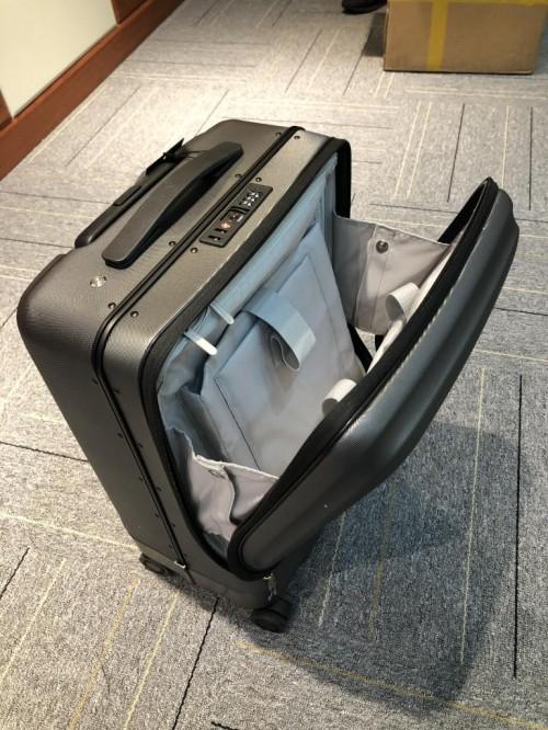 可以看到SR5的箱体外壳材质为PC+ABS