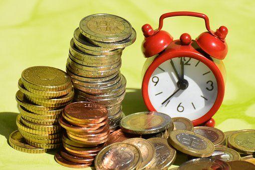 央行:一季度小贷公司贷款余额环比降3%,从业人数降4%  - 金评媒