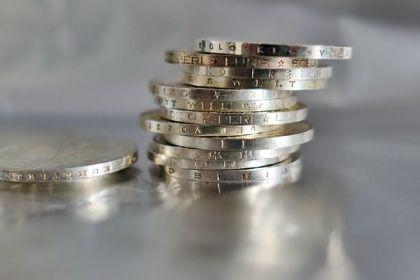 外汇局通报17起外汇违规案例 多家银行被点名