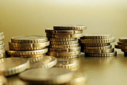 调查:近半数年轻人为退休储蓄 月存994元