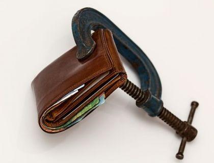 """56张银行罚单""""跨年""""披露 专家建言在保持经济平稳运行中""""拆弹"""""""