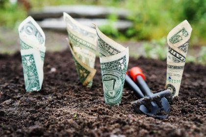 银保监会:我国银行业金融机构总资产达290万亿元