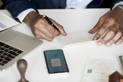 因監管標準化數據報送違規 八銀行領罰1770萬